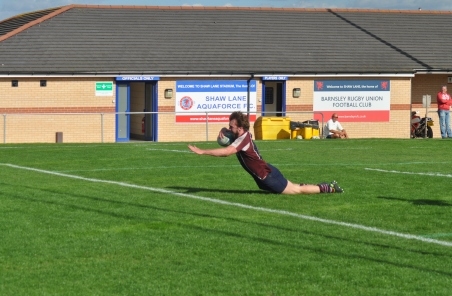ROB SUTTON SCORES THE CLINCHING TRY AT BARNSLEY