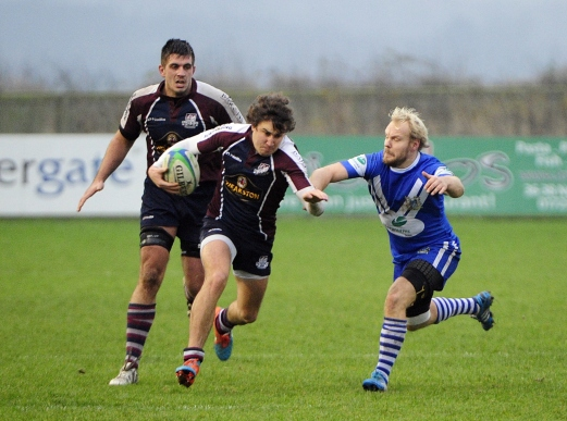 FLY-HALF TOM HARRISON ON THECHARGE photograph ANDY STANDING