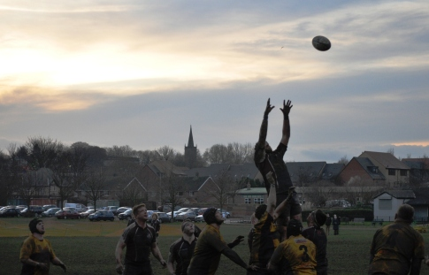 SCARBOROUGH WIN A LINEOUT IN THE GATHERING GLOOM AT WATH